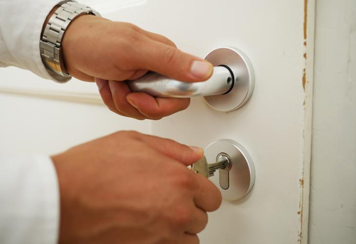 How to Tighten a Loose Doorknob or Door Handle: DIY Tips